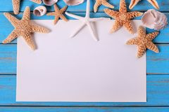 Rozgwiazdy seashore papieru plakata ramy błękita plaży drewna stary wietrzejący pokład Fotografia Stock
