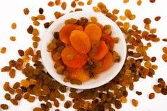 Rozijnen en droge abrikozen. Stock Foto's
