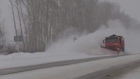Rozjaśniać drogę od śniegu zbiory wideo