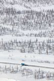Rozjaśniać drogę od śniegu w tundrowym, odgórnym widoku, Obraz Stock