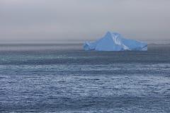 Rozjarzona góra lodowa Zdjęcia Royalty Free