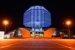 Rozjarzona Krajowa biblioteka Białoruś w wieczór minister obraz stock