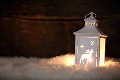 Rozjarzony Bożenarodzeniowy latarniowy jaśnienie w nocy Zdjęcia Royalty Free
