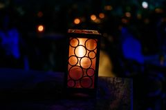 Rozjarzony lampion w zmroku zdjęcie royalty free