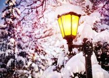 Rozjarzony lamppost Zdjęcia Royalty Free