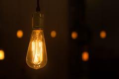 Rozjarzony lightbulb dynda od sufitu Obraz Royalty Free