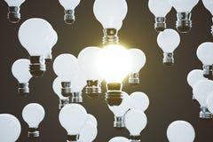 Rozjarzony lightbulb wśród innych Obraz Stock