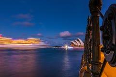 Rozjarzony nabrzeże w światłach noc zdjęcia royalty free