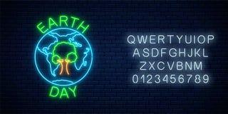 Rozjarzony neonowy znak światowy ziemski dzień z drzewem w kuli ziemskiej abecadle i symbolu Ziemskiego dnia neonowy sztandar royalty ilustracja