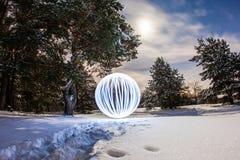 Rozjarzony okrąg w zimy sosny lesie obrazy royalty free