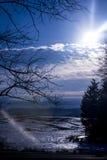 Rozjarzony słońce przez pole lód Obrazy Royalty Free
