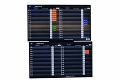 Rozkład zajęć seans i poinformowany lota status w lotnisku na białym tle obraz stock