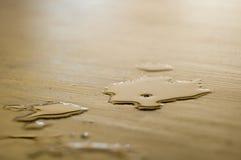 rozlana podłogi piwa zdjęcia stock