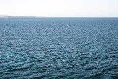 rozległość błękitne wody choppy morze z spokojnym horyzontem Fotografia Stock