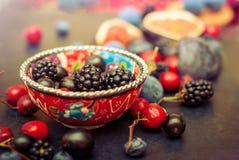 Rozlewać jaskrawych czerwonych napoje i wiśnie Zdjęcie Royalty Free