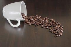 Rozlewać kawowe fasole Obraz Stock
