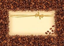 Rozlewająca kawowych fasoli rama nad burlap tkaniną z powitaniem Obraz Royalty Free