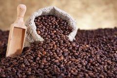 Rozlewający kawa worek zdjęcia stock