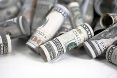Rozlewający pieniądze dla kieszeniowych kosztów zdjęcie stock