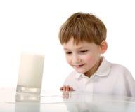 rozlewający dzieciaka mleko Fotografia Stock