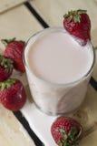 Rozlewający jogurt Zdjęcie Stock