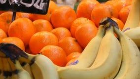 Rozmaitość różne owoc na odpierających pomarańczach Środkowy rynek Hall i babana Zdrowy jedzenie, witaminy zbiory