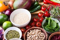 Rozmaitość świezi warzywa, owoc, suszy adra i fasole zdjęcie stock