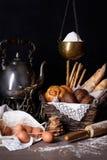 Rozmaitość ciasta i chleb z organicznie brown jajkami mąką i Piekarnia odpierająca Zdjęcie Royalty Free