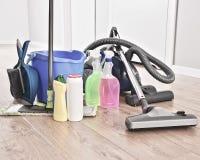 Rozmaitość detergent butelki i chemicznego cleaning dostawy obraz stock