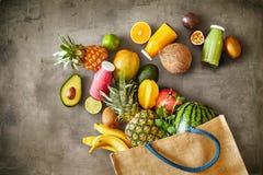 Rozmaitość dojrzała tropikalna lato owoc z sokami obraz stock
