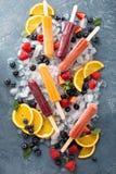 Rozmaitość lodowi popsicles z owoc Fotografia Royalty Free
