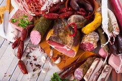 Rozmaitość mięsa na stole Zdjęcia Stock