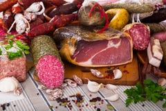 Rozmaitość mięsa na stole obraz stock
