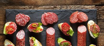 Rozmaitość mini kanapki i bruschettes Fotografia Stock