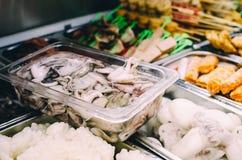 Rozmaitość składniki i napój przy steamboat restauracją na zdrowym łasowanie azjaty pojęciu zdjęcie stock