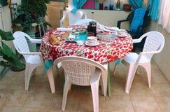 Rozmaryny i tymiankowa zielarska herbata na stole Zdjęcie Royalty Free