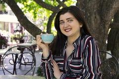 Rozmiar kobiety biznesu zmysłowego emocjonalnego stylu miasta kawowy str zdjęcie royalty free