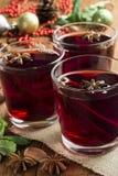 Rozmyślający wino w szkle z cynamonem i dyptamem Fotografia Stock