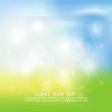 Rozmyta tło wiosna lub lato, niebieskie niebo z rażącym słońcem Obrazy Stock