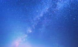 Rozmyty Milky sposób na błękitnym tle w technologii pojęciu, 3d ilustracji
