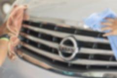 Rozmyty wizerunek, Dwa mężczyzna wycierał samochód, Samochodowy cleaning, Samochodowy domycie Fotografia Royalty Free