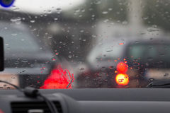 Rozmyty wizerunek inside samochody z bokeh zaświeca z ruchu drogowego dżemem a Fotografia Royalty Free