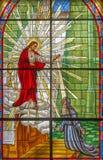 Roznava -与出现到圣玛格丽特玛丽Alacoque的耶稣场面的窗玻璃 库存图片