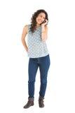 Rozochocona atrakcyjna brunetka na telefonie Zdjęcia Stock
