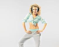 Rozochocona blond kobieta z galanteryjnymi hesdphones Zdjęcie Stock