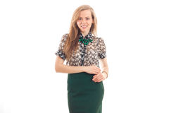 Rozochocona blondynki kobieta ono uśmiecha się na kamerze w biznesu mundurze Zdjęcie Royalty Free