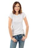Rozochocona brunetka z pustą białą koszula Fotografia Royalty Free