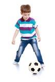 Rozochocona chłopiec bawić się futbol fotografia stock