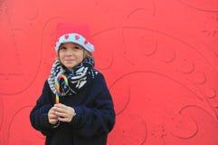 Rozochocona chłopiec z cukierkiem Zdjęcie Stock