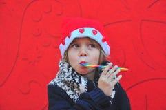 Rozochocona chłopiec z cukierkiem Obraz Royalty Free